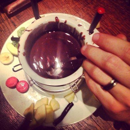 La fondue au chocolat super convivial picture of le for Le bouche a bouche
