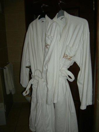 Jaz Mirabel Park: Robes