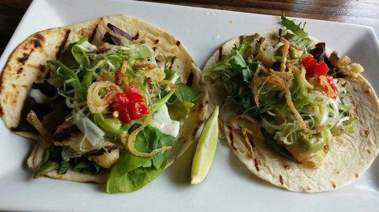 La Cambija: Fish tacos, yummy��