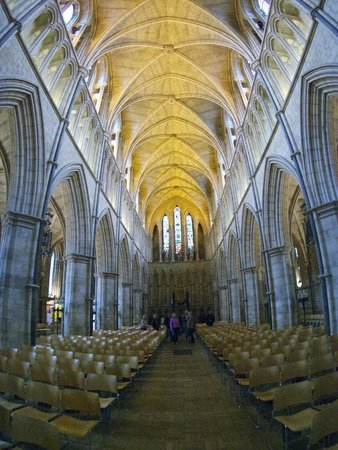 Southwark Cathedral: Airy and open