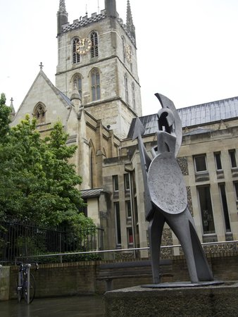 Southwark Cathedral: An heroic knight guards the cathedral in a nearby courtyard.