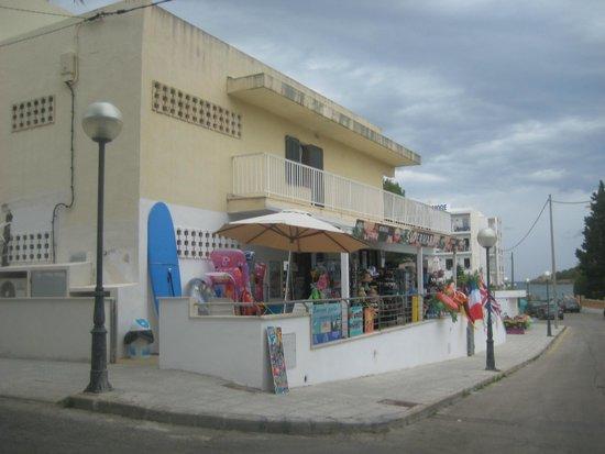 Hotel More: corner shop