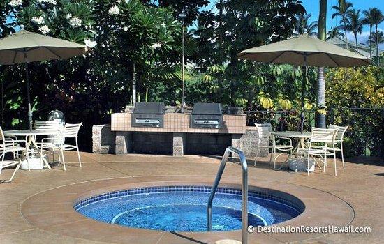 Wailea Grand Champions Villas: Poolside Barbecue Area