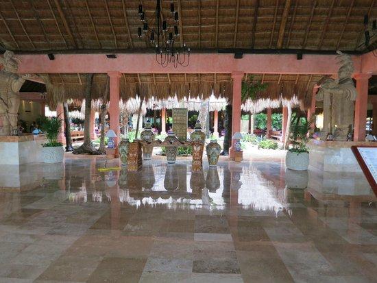 Iberostar Tucan Hotel : Open air resort lobby