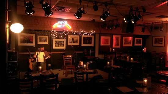 The Bluebird Cafe: Stage