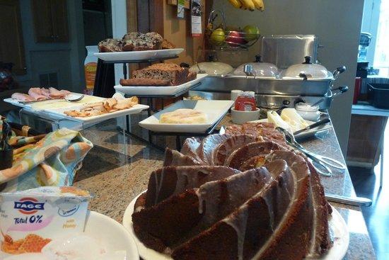 8 Dyer Hotel: Breakfast