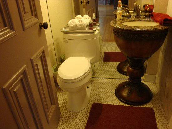 Thorwood Rentals and Retreats: Powder Room in Lumber Baron