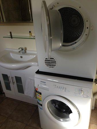 Aloft Boutique Accommodation Strahan: Washer-Dryer