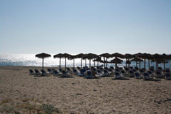 Aldiana Alcaidesa: Strand - Liegen und Sonnenschirme inclusive