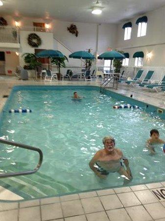 Baymont Inn & Suites Keystone Near Mt. Rushmore: Indoor pool and spa upper left