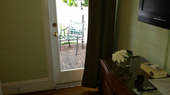 Chelsea House Hotel in Key West : The sitting area on the porch- as well as the dresser-the tv was above it
