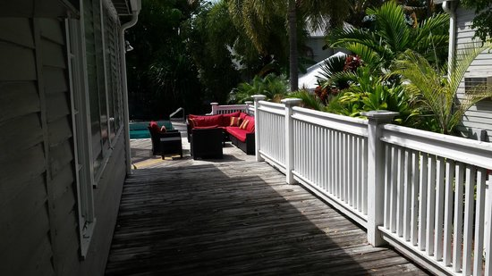 Chelsea House Hotel in Key West: View down the porch to pool/patio