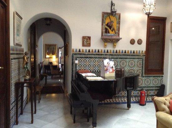 Hotel Amadeus: sala com piano