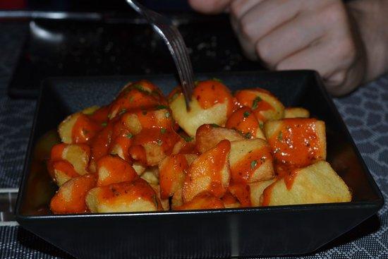 Vinoteca el Descorche: Fantastic Patatas Bravas