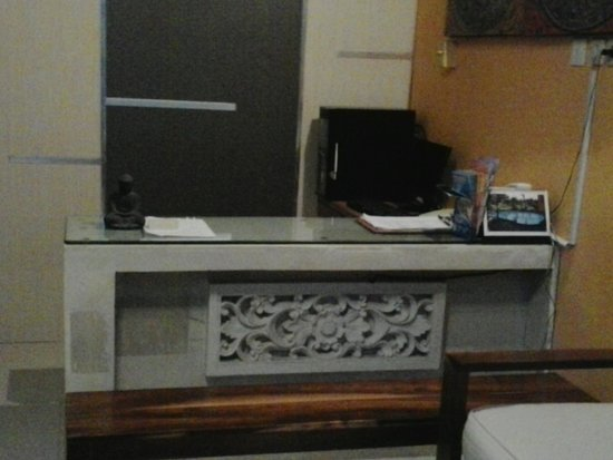 Samaja Beachside Villas: reception counter