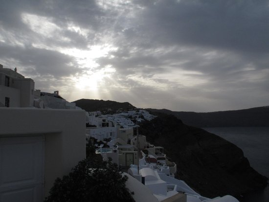 Canaves Oia Hotel: Sunrise from front deck