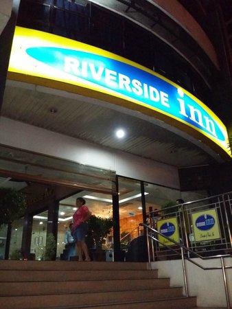 Riverside Inn: Outside the hotel