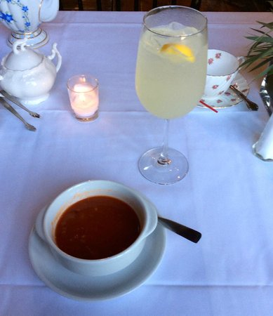 Village Tea Room at Borsari Gallery: Lemonade and Gazpacho Soup