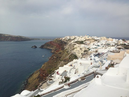 Canaves Oia Hotel: Day view towards Oia