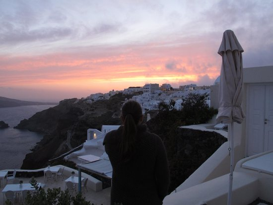 Canaves Oia Hotel: Sunset over Oia from room deck