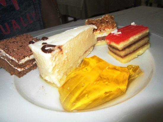 Sahara Beach Aquapark Resort : Delicious cakes