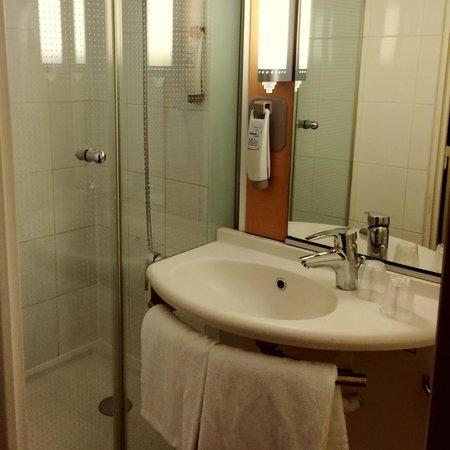 Ibis Chateau de Versailles: Bathroom
