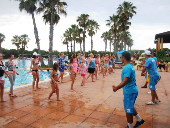 Sahara Beach Aquapark Resort : Zumba with animators