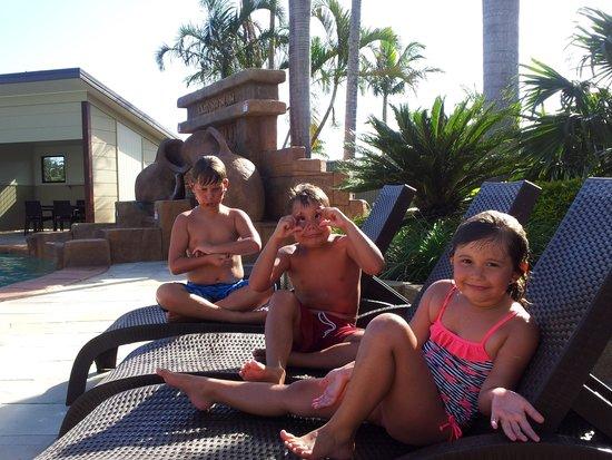 Brisbane Holiday Village: poolside