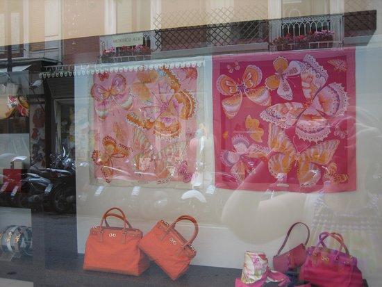 Palazzo Tasso : Exclusive shop near hotel
