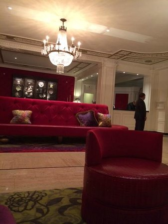 The Scarlet Huntington: Picking up Wifi in the Lobby