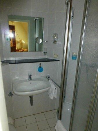 Kurhotel Sassnitz: Bad eines Einzelzimmers