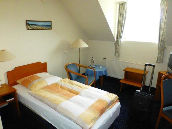 Kurhotel Sassnitz: Zimmer 306 - sehr schmales Bett