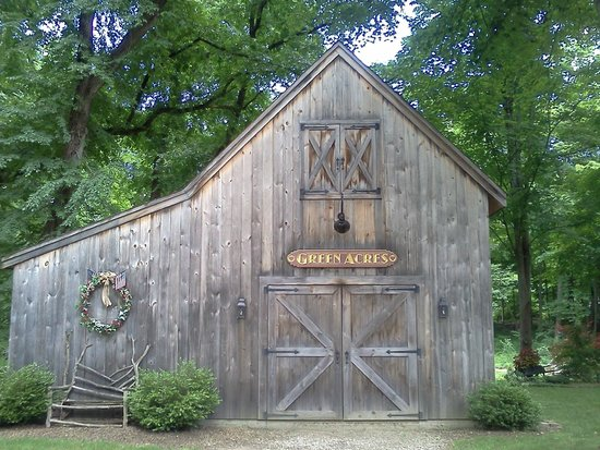 Green Acres Bed and Breakfast: The Barn
