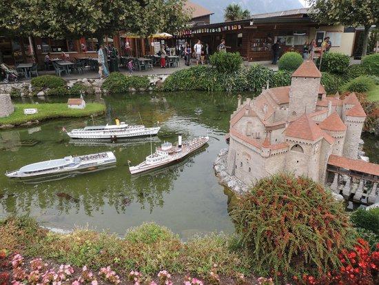 Swissminiatur: le chateau de Chillon et la terrasse du resto