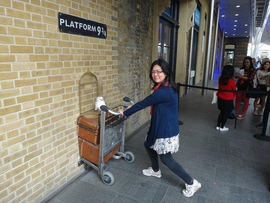 Platform 9 3/4 : no scarves