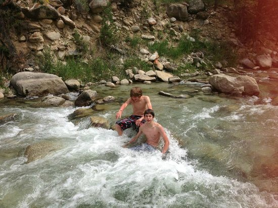 Mount Princeton Hot Springs Resort: Boys will be boys :)