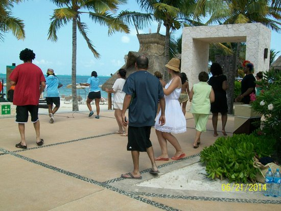 Villa del Palmar Cancun Beach Resort & Spa : Afternoon dance lessons