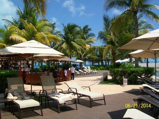 Villa del Palmar Cancun Beach Resort & Spa: One of the many pool areas