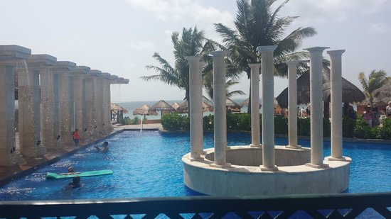 Now Sapphire Riviera Cancun: Pool Area