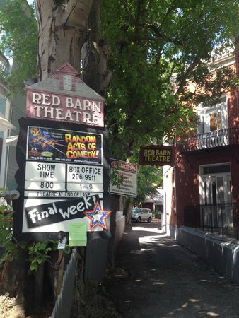Red Barn Theatre: This way to the Red Barn Theater