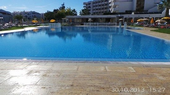 Hotel Apartamento Brisa Sol : The swimming pool