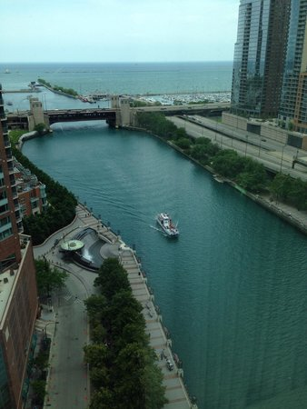 Sheraton Grand Chicago: The view from our corner room on the 22nd floor.