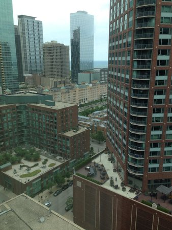 Sheraton Grand Chicago: Another view from our corner room.