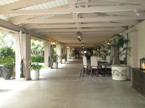 Rancho Bernardo Inn: walkway