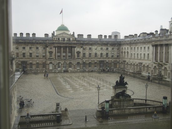 The Courtauld Gallery : View of the fountains from an upper gallery floor