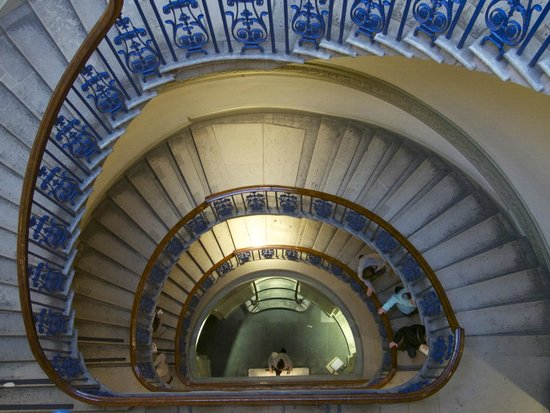 The Courtauld Gallery: Unusual staircase