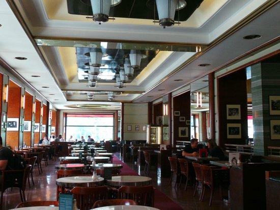 Cafe Slavia : A sala principal