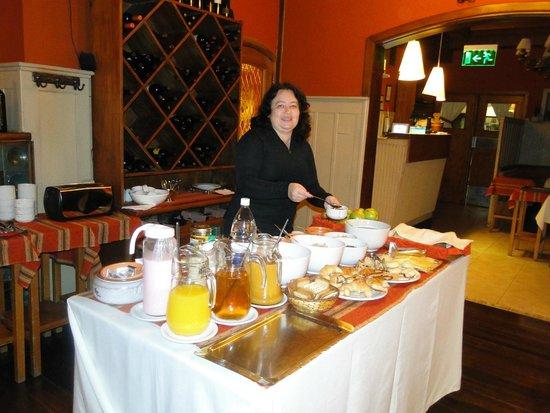 Hosteria La Casita : mesa de café da manhã