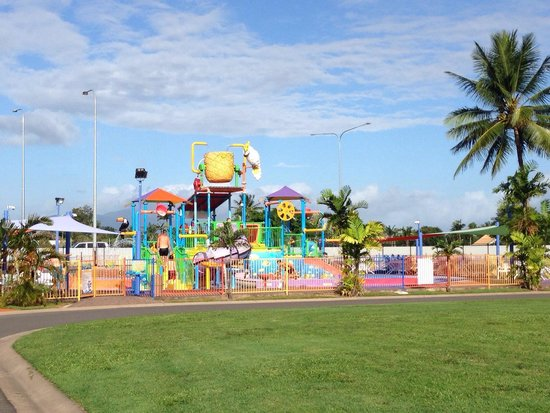 Cairns Coconut Holiday Resort: Water park (heated water)