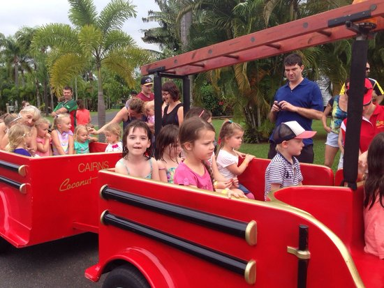 Cairns Coconut Holiday Resort: Fire engine ride every Saturday 4pm! Kids loved this.